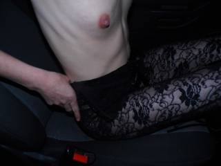 flashing in the car while out dogging