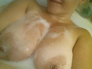 Does anybody want scrub these bubbles all over? I could totally use some good caressing right about now.   ~Vixxxen