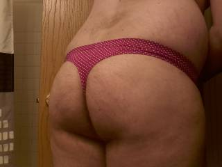 Well, here it is, its been so long since ive posted new pictures. this is just a wild try. i wondered how a thong feels on my ass :) pretty good actually...
