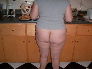 got a request to show wifes ass..here she is searving friends lunch