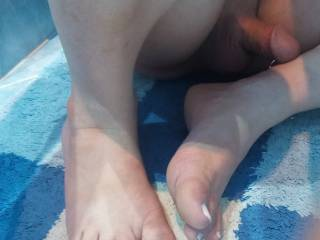 Showing my sexy feet and hot cock, Do you enjoy in the view? Uhmmm I like read your comments