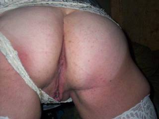 she pulled her panties aside oh how that ass sticks out and mmmm that pussy