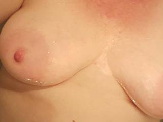 Who wants some milk from my swollen breasts?  🍼🍼🍼